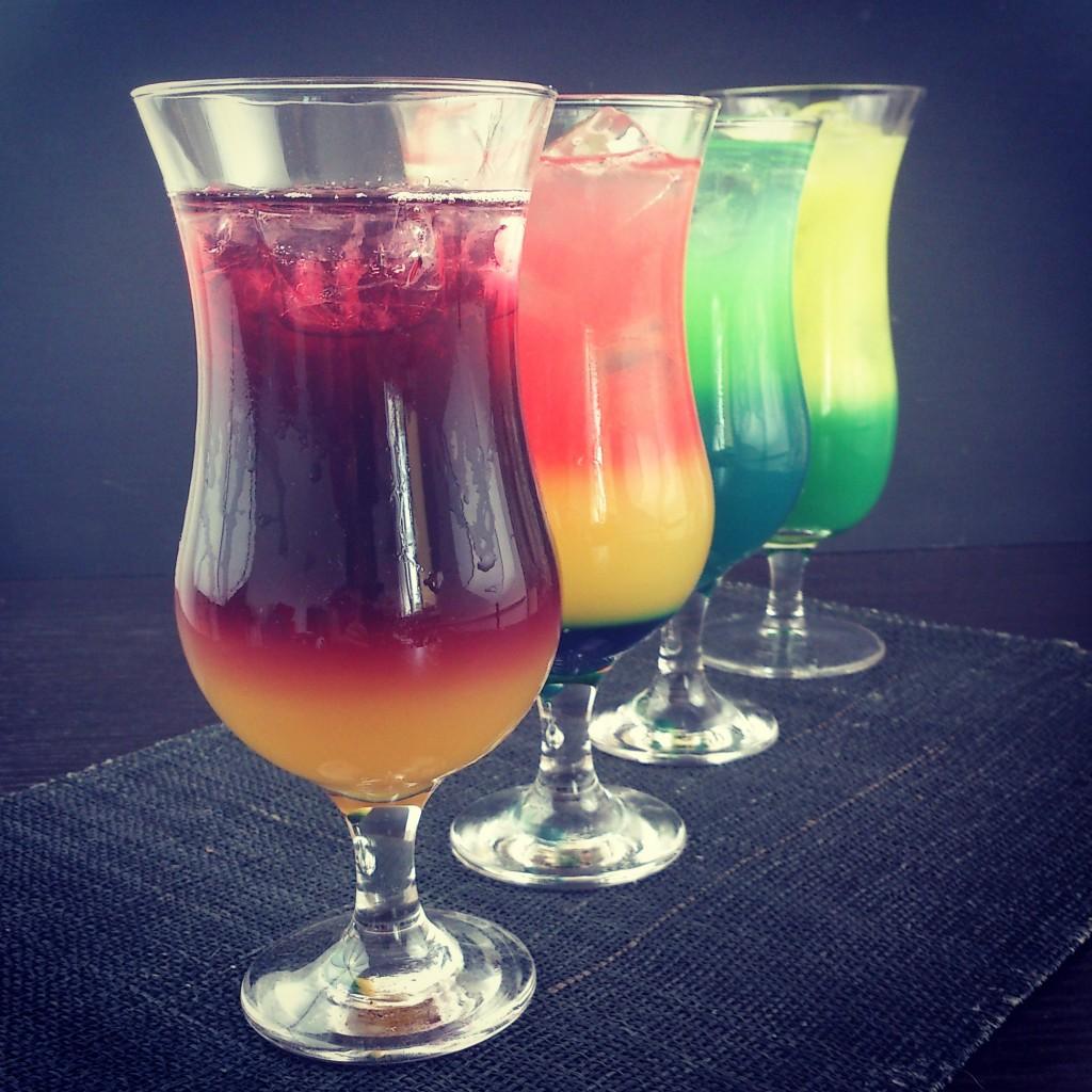 """Efekt jednej z sesji. Wbrew pozorom to także są proste drinki, z łatwo dostępnych składników. Jako drugi blogowy hit """"Żar Tropików""""."""